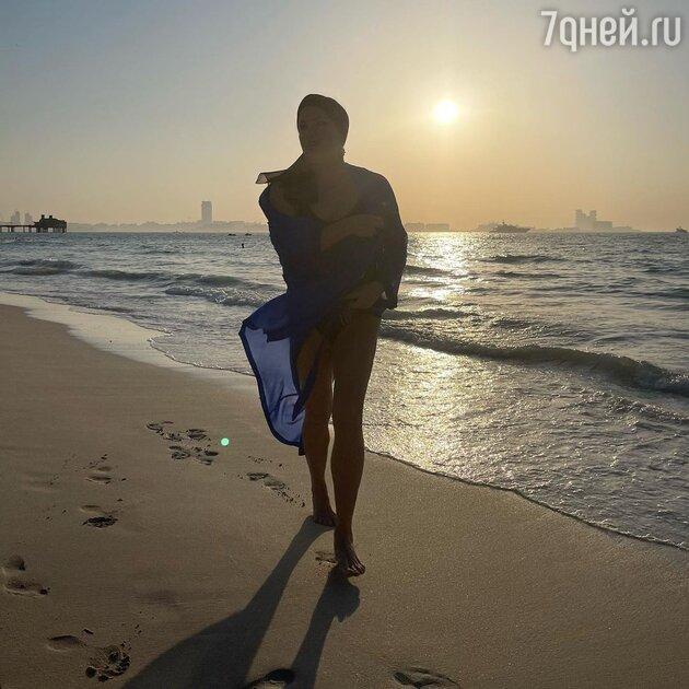 «Царица!» Нетребко похвасталась идеальной фигурой на пляже в Дубае