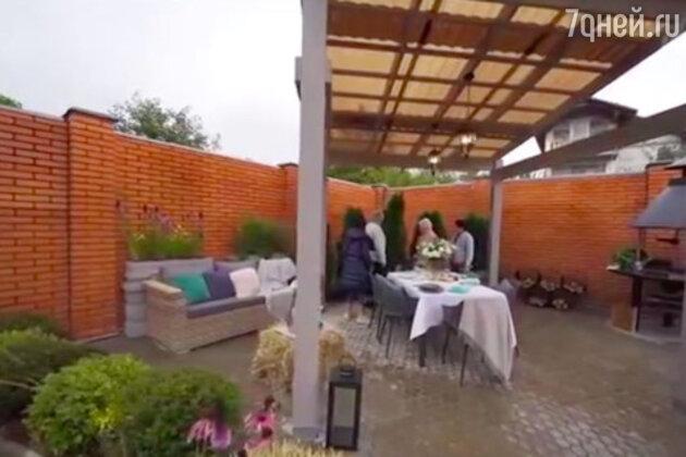 «Кирпича просит»: Евгения Медведева купила новый дом