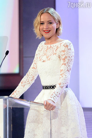 Дженнифер Лоуренс на церемонии вручения наград 2014 Elle's Women in Hollywood Celebration