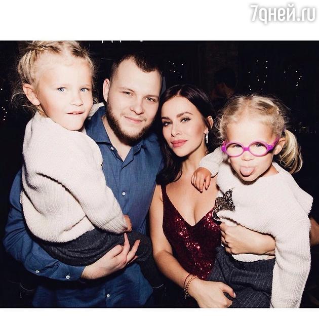 Тата и Сергей Бондарчук с детьми Маргаритой и Верой