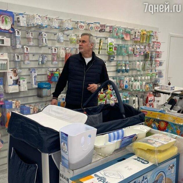 «Молодой папа»: Меладзе растрогал кадрами с шопинга для новорожденной дочки