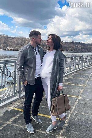Беременная Алекса тайно вышла замуж за тренера Полины Гагариной
