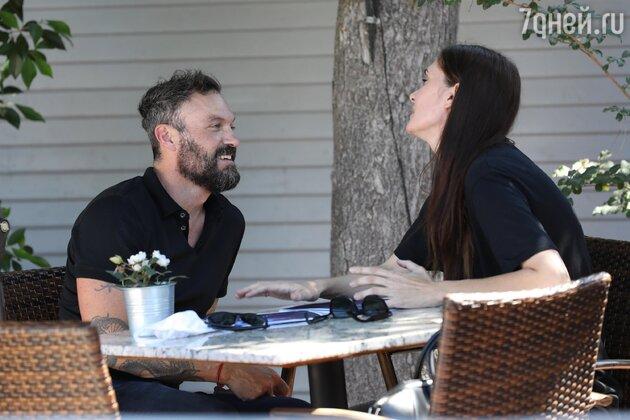 Муж Меган Фокс завел уже третью подружку за последний месяц