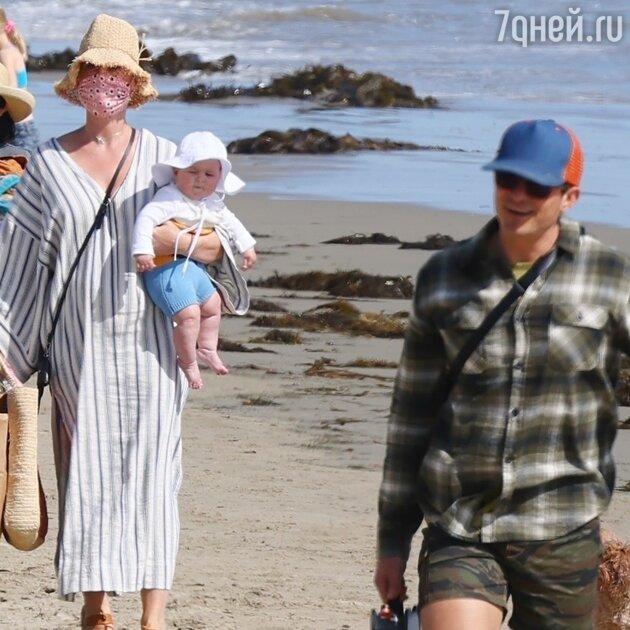 Кэти Перри и Орландо Блум впервые показали лицо своей крохотной дочки