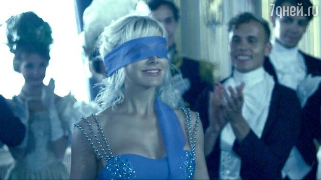 Натали в клипе «Платье на бретелях»