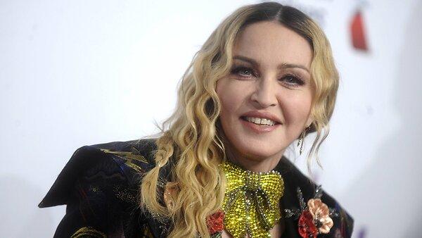 Работники португальской почты приняли Мадонну за мошенницу