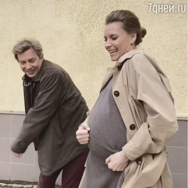 «Как вам идёт беременность!» Толкалина показала большой живот
