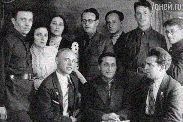 Михаил Зощенко с ленинградскими писателями. 1930-е гг.