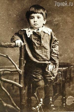 Мише Зощенко два года. 1897 г.