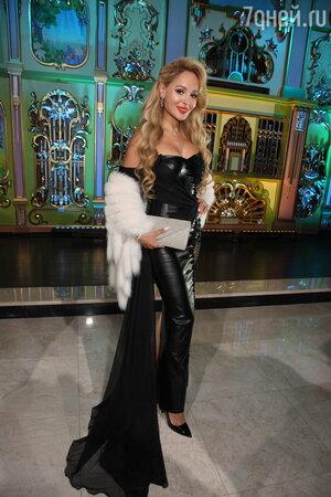 Юлия Такшина блеснула на подиуме перед гостями Михалковой