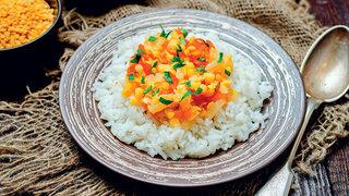 Рецепты от Дарьи Донцовой: овсянка с вишней и шоколадом, манная каша с морковью и рисовая каша с сыром.