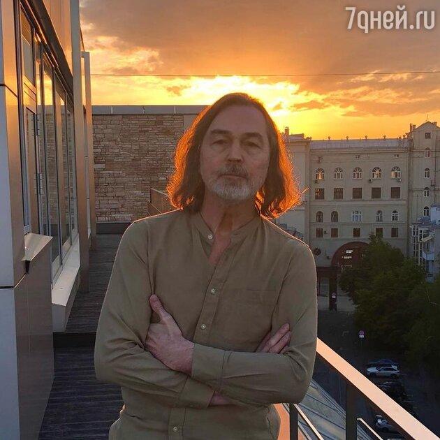 «Могила Михалкова рядом с Бузовой»: в СМИ обсудили кладбище для звезд