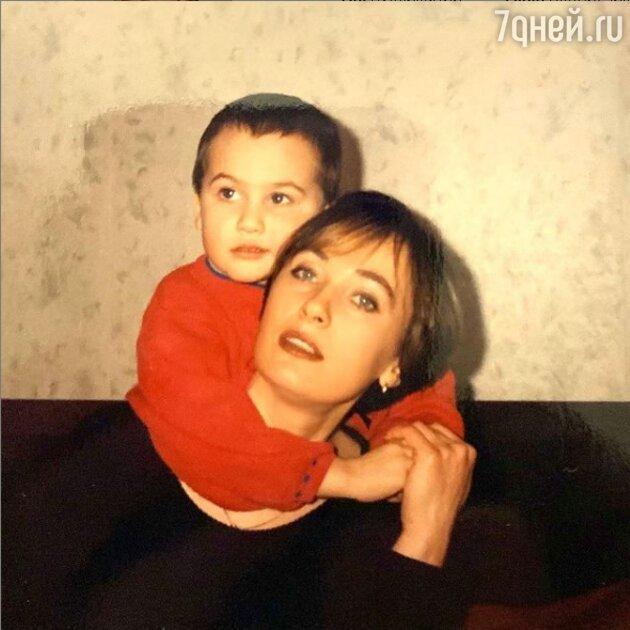 Лариса Гузеева поделилась редким снимком с сыном