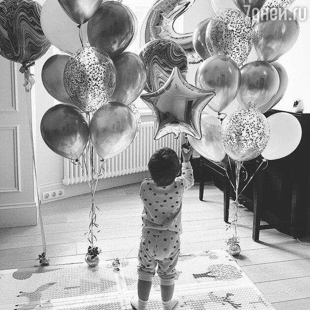 «Наш любимый малыш!» Саша Савельева показала редкое фото сына в его день рождения