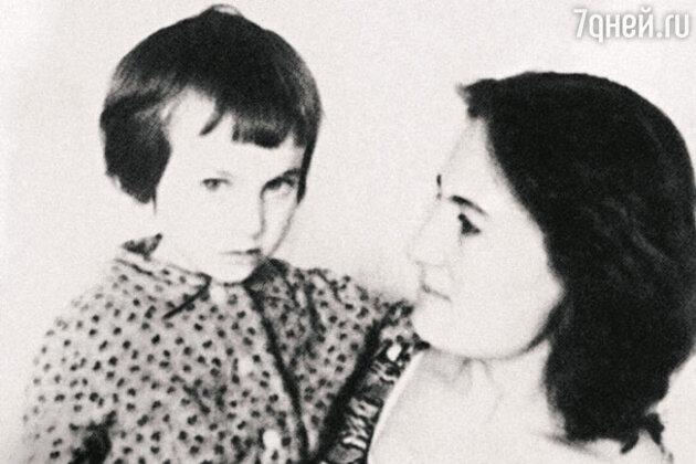 С мамой Альбиной Андреевной