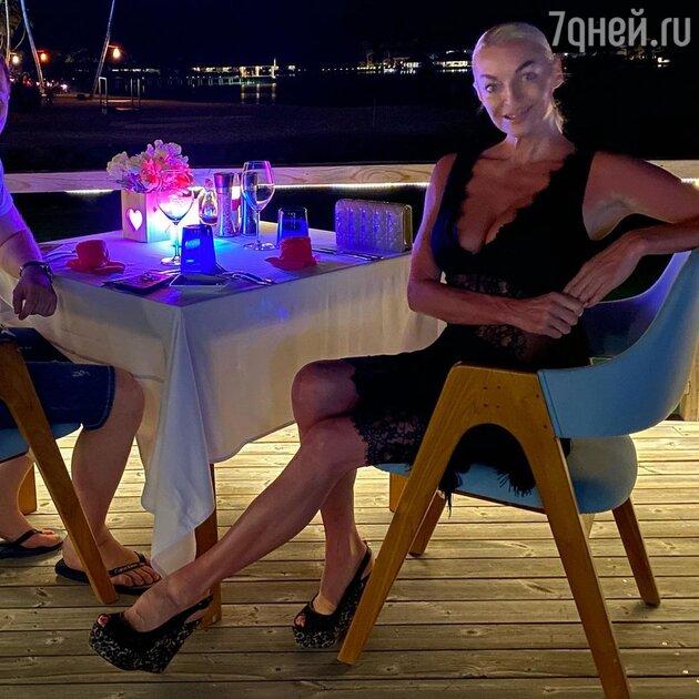Анастасия Волочкова почти показала своего таинственного возлюбленного