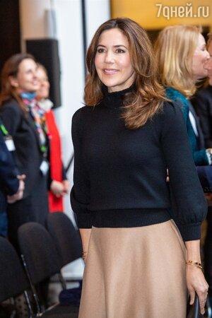 Копия мамы: будущий король Дании отметил свое 16-летие