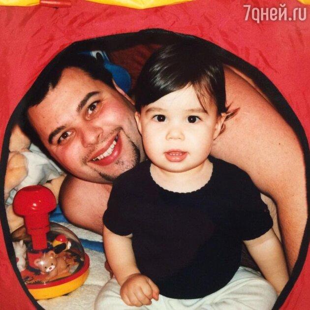 «Щекастый малыш»: Максим Фадеев показал своего маленького сына