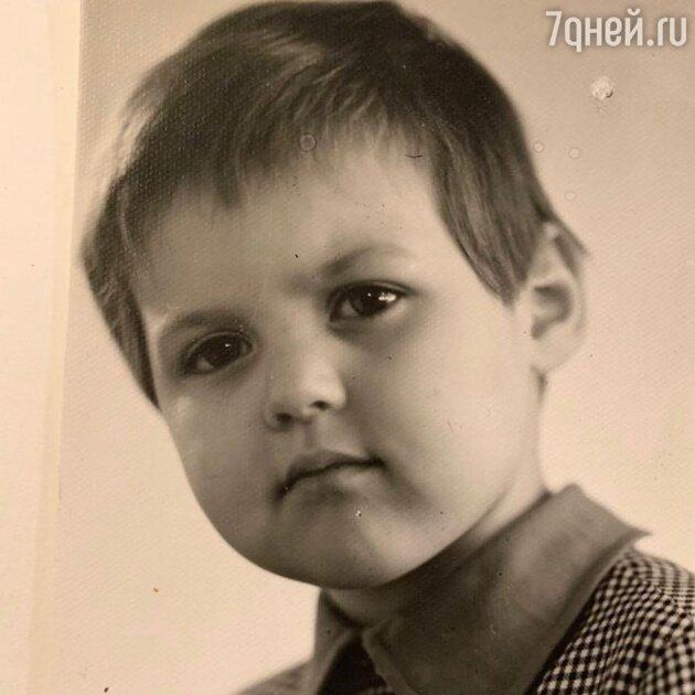 Мальчик с пухлыми щеками: Меньшовой сделали слишком короткую стрижку
