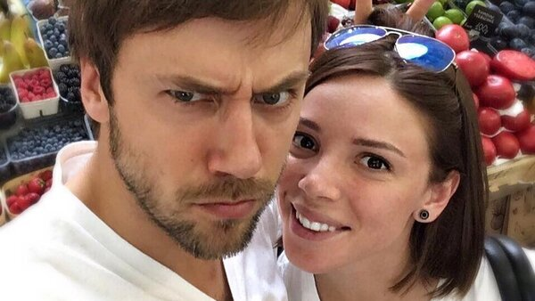 Иван Жидков с беременной женой отдыхает в Италии