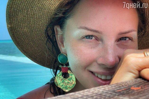 Полина Диброва показала все недостатки своего лица на фото без фильтров