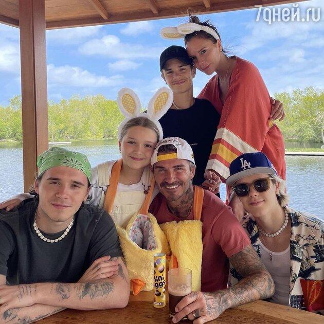 Наконец вместе: Бекхэмы поделились трогательным семейным фото