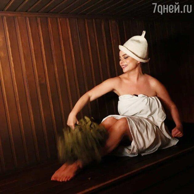 «Совсем похудела»: фанаты бурно обсуждают фото Королевой из бани