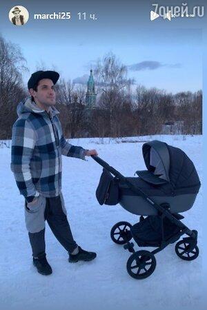 Папа на прогулке: Марк Богатырев вышел в свет с новорожденным сыном