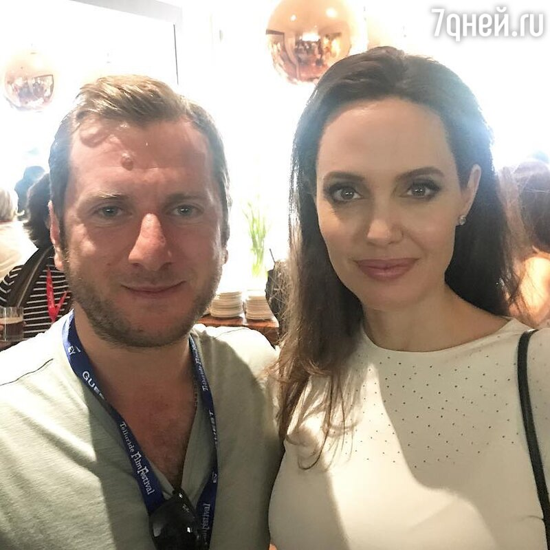 Анджелина Джоли покрасовалась в одеяние русского дизайнера накинофестивале