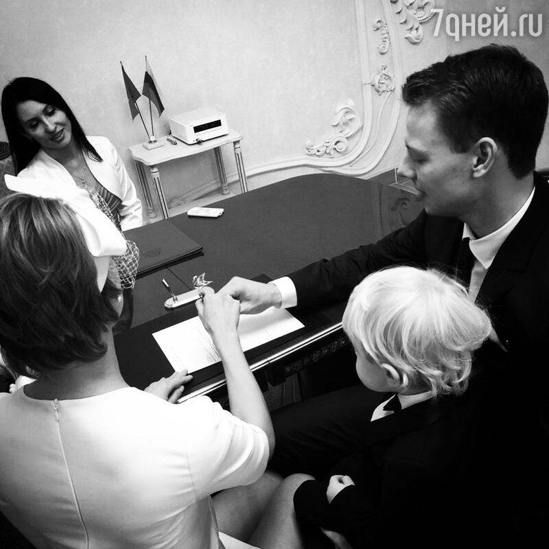 Актёр из«Физрука» женился назвезде из«Кухни»