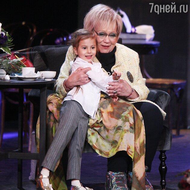 Галина Волчек с дочкой Светланы Ивановой Полиной