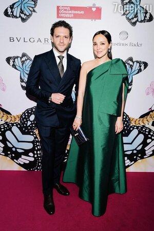 Жену Константина Крюкова поздравили в Сети с беременностью