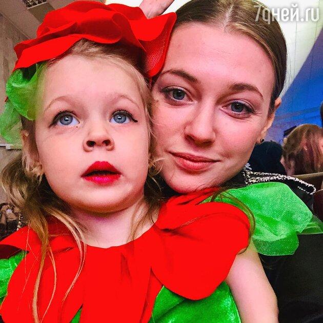 Александра Никифорова с дочерью Анной