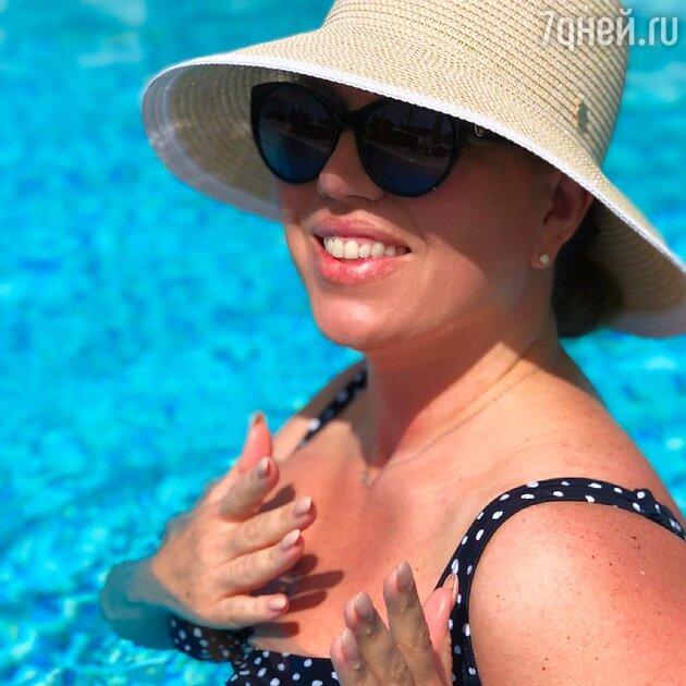 «Шикарная мадам»: похудевшая Скулкина показала себя в купальнике