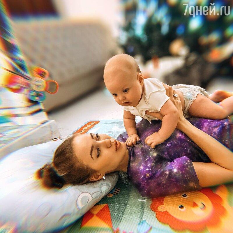 Анастасия Костенко своими поступками намекнула навторую беременность