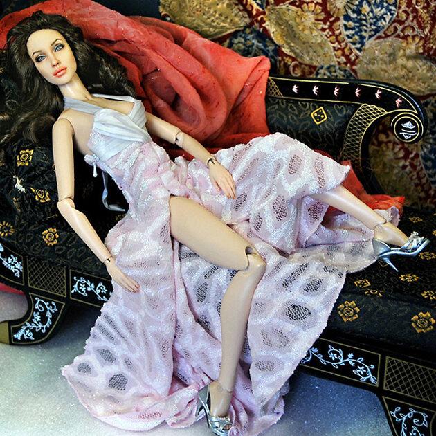 Кукла в виде Анджелины Джоли