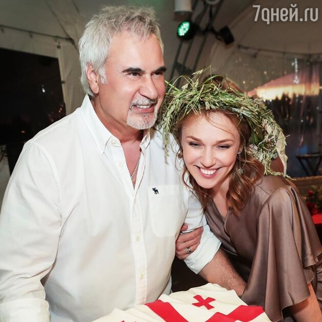 СМИ сообщили о тайных родах Джанабаевой