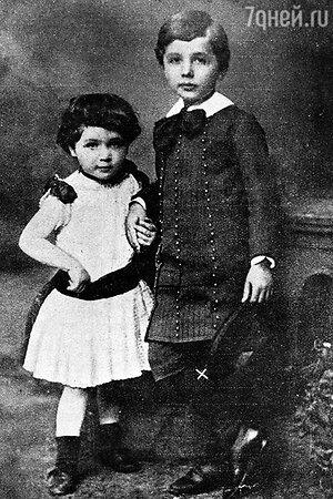 Альберт Эйнштейн с сестрой