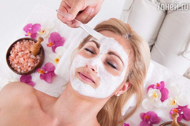 Профессиональные косметологи во время проведения процедуры пилинга достаточно легко могут управлять глубиной изменений кожи, выбирая нужную концентрацию кислоты и нужное время нанесения средства <i>лицом</i> на кожу. Но в домашних условиях справиться будет гораздо сложнее