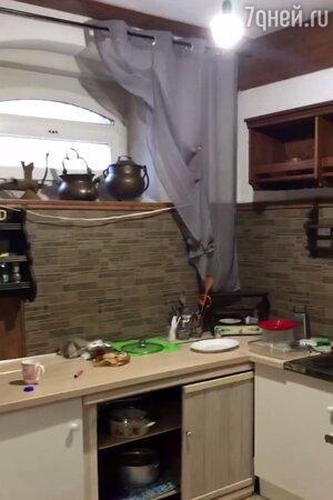 Спит в подвале и ест сырники: как Алибасов живет в Калиниграде