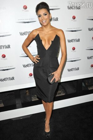 Ева Лонгория в платье от Cushnie et Ochs и туфлях от Brian Atwood на вечере Vanity Fair and Chrysler