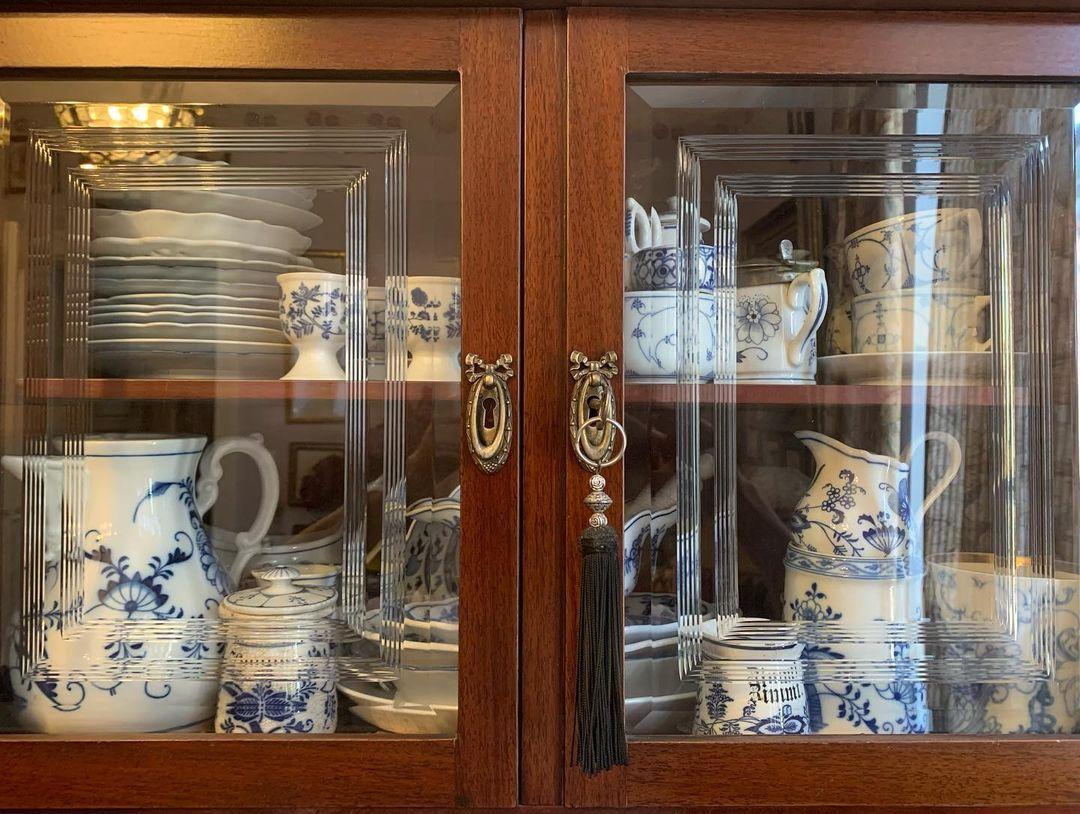 Александр Васильев показал обстановку своей роскошной квартиры