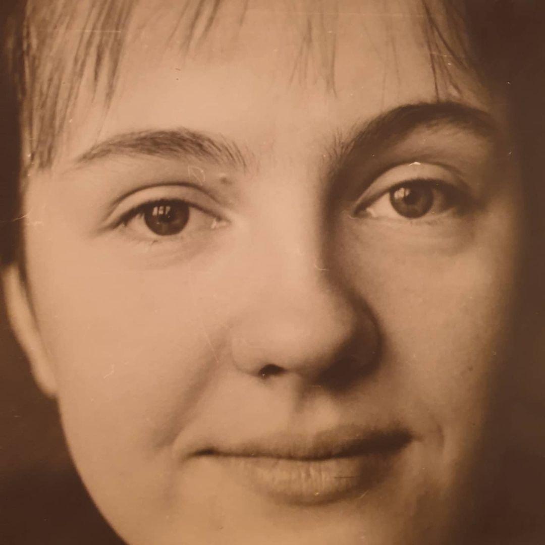 «Мое сердце осталось с тобой»: Мария Миронова поделилась редким фото юной мамы