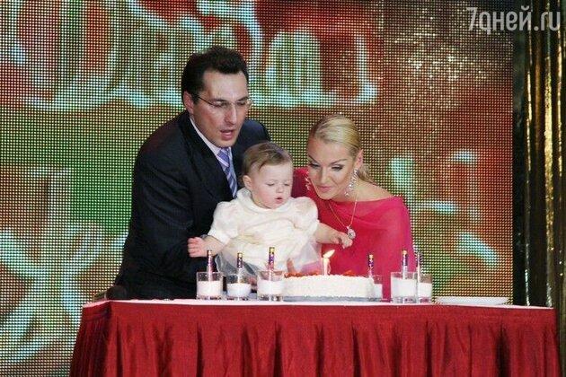 Анастасия Волочкова и Игорь Вдовин с дочкой