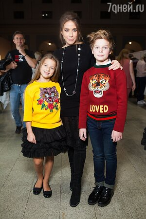 Юлия Барановская с дочерью Яной и сыном Артемом