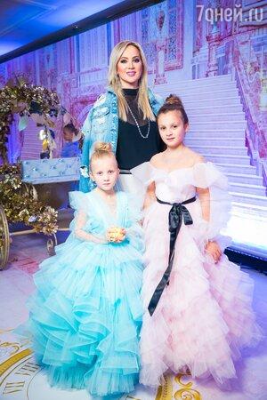Инна Михайлова с дочками Иванной и Марией
