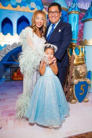 Андрей и Евгения Ким с дочкой Сашей