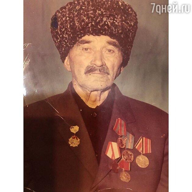 Дедушка Сати Казановой