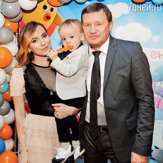 Олег Фомин с женой Татьяной и сыном Максимом