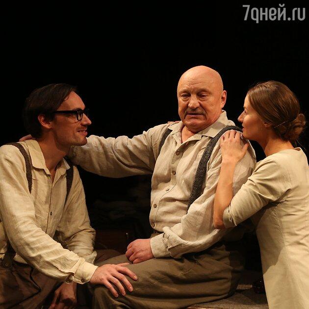 "Сцена из спектакля Театра на Таганке ""Старший сын"""